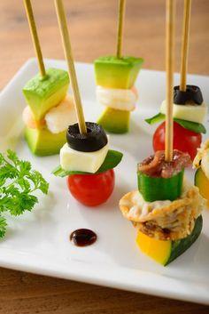 ピンチョスはスペイン語で、串や楊枝を意味するそうです♪ 食材だけでなく、ピンチョスに刺すピンにもこだわることが、よりお洒落なピンチョスを作るコツでもあります☆