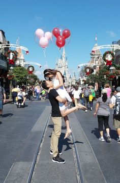 wedding proposal balloons This scavenger hunt marriage proposal at Walt Disney World is fit for a princess. Wedding Proposals, Marriage Proposals, Wedding Poses, Wedding Ideas, Wedding Ceremony, Wedding Dresses, Walt Disney World, Disney Proposal, Proposal Ideas