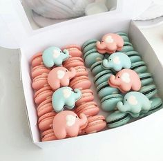 Pink or blue gender reveal French Macarons. Adorable and functional as a great baby shower favor. Delicious Desserts, Dessert Recipes, Yummy Food, Dessert Ideas, Gateau Baby Shower, Cute Baking, Tout Rose, Macaron Cookies, French Macaroons