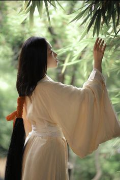 Pose Reference Photo, Japanese Aesthetic, Attractive People, Drawing Poses, Hanfu, Traditional Outfits, Her Hair, Character Inspiration, Portrait Photography