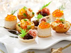 Tartine, crostini e vol au vent: non c'è Natale senza! Buffet Chic, Christmas Canapes, Best Low Carb Snacks, Vol Au Vent, Party Snacks, Finger Foods, Snack Recipes, Brunch, Food And Drink
