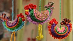 Gallito a crochet paso a paso. Gallito a crochet paso a paso. Learn the rudiments of how to crochet, Crochet Leaves, Crochet Flowers, Basic Crochet Stitches, Crochet Motif, Crochet Patterns Amigurumi, Crochet Toys, Crochet Chicken, Crochet For Beginners Blanket, Crochet Flower Tutorial