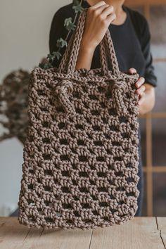 Brown tote bag / Crochet bag / Crochet tote bag / tote handbag / shopping tote / market tote bag / handbag purse / crochet purse / tote bag - This Amazing Bag Crochet, Mode Crochet, Crochet Market Bag, Crochet Handbags, Crochet Purses, Tote Bags Handmade, Handbag Patterns, Simple Bags, Easy Bag