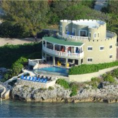 Stay in a castle and experience Grand Cayman like a prince or princess http://caymancastle.com/