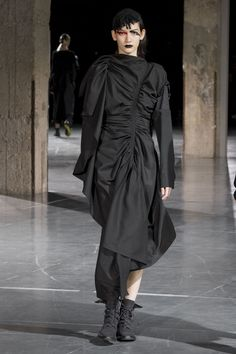 Yohji Yamamoto Autumn/Winter 2017 Ready to Wear Collection | British Vogue