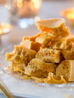 Honeycomb - Hunajamakeiset (Ve) Snack Recipes, Snacks, Christmas Inspiration, Honeycomb, Waffles, Cereal, Chips, Sweets, Candy