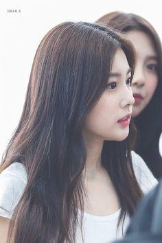 Kpop Girl Groups, Kpop Girls, Hyun Young, K Idols, Yuri, Singer, Female, Celebrities, Sexy
