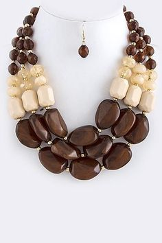 An easy method to include recyclable products in your precious jewelry is to make recycled fashion jewelry appeals to hang on your chain bracelets or utilize as pendants on your lockets. Chunky Jewelry, Old Jewelry, Wire Jewelry, Jewelry Sets, Beaded Jewelry, Jewelery, Handmade Jewelry, Jewelry Necklaces, Unique Jewelry
