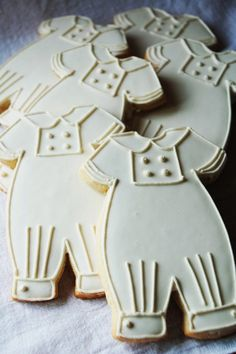 baby boy cookies - all in white  www.piccolielfi.it