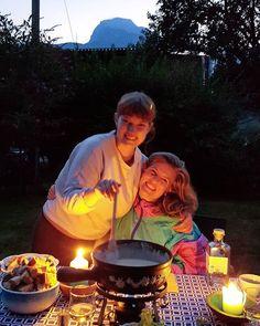 My girls fondue and the mountains. #paradiseatmyfingertips  . #swissswisserheidi #fonduegehtimmer #endlesssummer #mondayfunday #switzerlandwonderland #howswissdoit