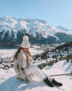 Allzeit bereit für den Schnee mit den Wasserdichten Pioneer Stiefeln von #emuaustralia! .  #winter #autumnfashion #winterfashion #women #womensfashion #luxuriouslife #modafeminina #stiefel #boots #wasserabweisend #schaffell #fellschuhe #schuhe #stiefel #frauenmode #style #fashionable #fashionstyle Winter Hats, Winter Jackets, Saints, Europe, Snow, Travel, Instagram, Fashion, Women's Work Fashion