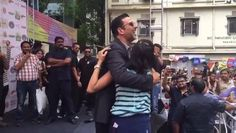 #OMG how sweet is this video of Akshay Kumar dancing with a fan while promoting his upcoming movie, Rustom with Esha Gupta and Ileana D'Cruz in Kolkata.  All you Akshay Kumar fan-girls will turn green with envy :D