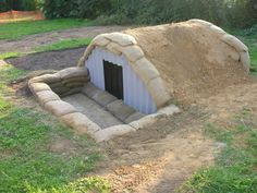 Facts about Anderson Shelters talk about the popular raid shelter. During the Blitz, the people used this air raid shelter to protect themselves. Survival Prepping, Emergency Preparedness, Survival Skills, Survival Hacks, Anderson Shelter, Kids Den, Garden Crafts For Kids, Underground Shelter, Bushcraft Kit