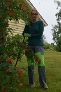Gardening trousers for woman.  For photos please visit the blog. diy Kaavoihin kangistumatta: Pakkopullaa aamupuuron kaverina