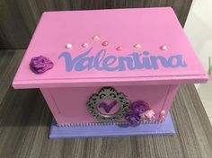 Lindo detalle para toda niña Best Youtubers, Toy Chest, Decorative Boxes, Personalized Piggy Bank, Safe Room, Cute, Manualidades, Decorative Storage Boxes