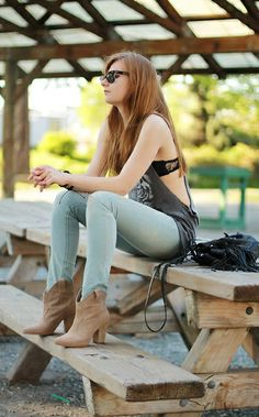 casual,street style,outfit with RayBan sunglasses