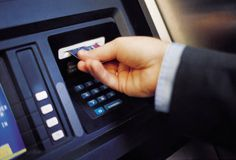 «Expressbank» taksit kartlarından pul çıxarmağa limit qoydu -->http://goo.gl/SEDqP0