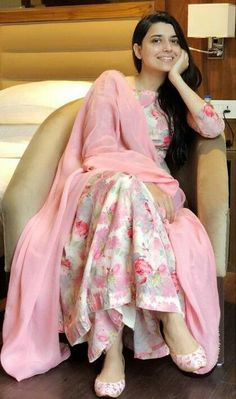 Everybody wants to look beautiful and charming.Here in this article, we will tell you party wear dresses for girls. Pakistani Dress Design, Pakistani Dresses, Indian Dresses, Indian Outfits, Western Outfits, Stylish Dresses, Simple Dresses, Fashion Dresses, Frock Fashion