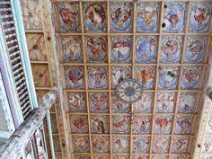 strop kościoła z wizerunkami postaci biblijnych