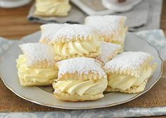 How to make a solid and compact custard easy recipe - SPORCAMUSS Pugliese puff pastry puff pastry filled with fast CREAM - Italian Pastries, Italian Desserts, Mini Desserts, Italian Recipes, Bakery Recipes, Dessert Recipes, Cooking Recipes, Cannoli, Sweet Cakes