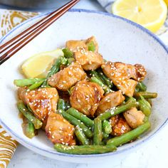 This Honey Lemon Chicken and Green Beans Stir Fry has a ton of flavor and can have dinner on the table in just 20 minutes! Lemon chicken is just one of those dinner recipes that Chicken Green Beans, Honey Lemon Chicken, Healthy Weeknight Meals, Dinner Healthy, Baked Chicken Breast, Chicken Breasts, Chicken Wings, Cooking Recipes, Healthy Recipes
