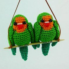 Ravelry: Love bird Agaporni pattern by Silvia Usón Crochet Birds, Ravelry, Love Birds, Crochet Patterns, Christmas Ornaments, Beautiful, Holiday Decor, Couples, Strong
