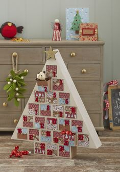 How to Make a Tree Advent Calendar Nordic Christmas, Christmas Wood, Modern Christmas, Christmas Projects, Christmas Holidays, Christmas Trees, Advent House, Advent Box, Advent Ideas