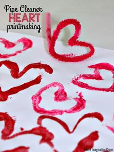 Valentine's Day pipe cleaner printmaking activity for kids! Make this simple heart art project with preschoolers! Fun & easy heart craft that can double as homemade wrapping paper for valentine's day gifts.