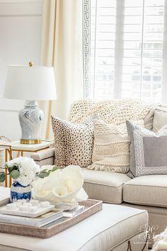 ginger jar lamp - neutral family room Like pillows Home Interior, Living Room Interior, Living Room Furniture, Interior Design, Home Living, My Living Room, Luxury Living, Small Living, Living Room Lamps
