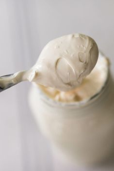 Learn how to make sour cream from raw milk with with two ingredients and a little time. Homemade sour cream is a delicious and probiotic rich condiment. Make Sour Cream, Homemade Sour Cream, Homemade Yogurt, Fermented Cabbage, Fermented Foods, Sour Cream Muffins, Raw Milk, Most Delicious Recipe, Yogurt Recipes