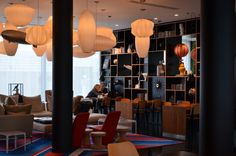 citizenM-Paris-CDG-livingroom.jpg