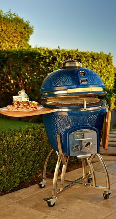 The Kamado's superior dual-wall, insulated ceramic construction circulates charcoal heat more efficiently than other grills for faster, more even cooking