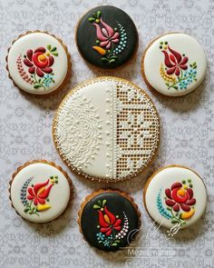 Hungarian cake decorating boutique Mezesmanna and chef Judit Czinkne Poor's embroidery art cookies. Iced Cookies, Royal Icing Cookies, Cupcake Cookies, Sugar Cookies, Ginger Cookies, Cupcakes, Baking Cookies, Hungarian Cookies, Hungarian Cake