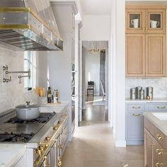 Instagram La Cornue, Kitchen Island, Kitchen Cabinets, Butler Pantry, Meals, Kitchens, Beautiful, Home Decor, Kitchen Ideas
