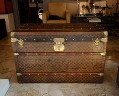 Trunk Louis Vuitton  vintage trunk www.galerie-badie-pascal.com