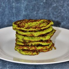 Zöldborsós zabpelyhes lepény Avocado Toast, Pancakes, Breakfast, Recipes, Food, Cilantro, Morning Coffee, Essen, Pancake