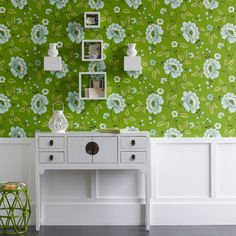 Looking for hallway wallpaper ideas? Hallway wallpaper is a great way to update your entrance hall and create a warm welcome to your home Hallway Wallpaper, Wallpaper Decor, Green Wallpaper, Chinoiserie Wallpaper, Retro Wallpaper, Wallpaper Ideas, Hallway Decorating, Interior Decorating, Decorating Ideas
