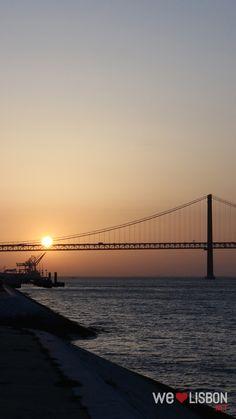 Some say Lisbon bridge is Golden Gate's twin sister.