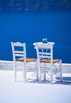 White and blue in Santorini, Cyclades Greek Blue, Santorini Island, Outdoor Furniture Sets, Outdoor Decor, Beach Furniture, Am Meer, Greek Islands, Greece Travel, Places To Go
