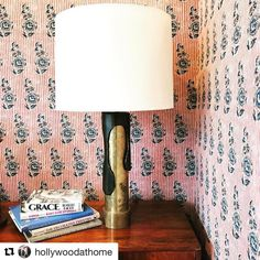 Thank you @hollywoodathome for such a beautiful display in your showroom window! If you are in the LA area please stop by for a look 👀 Pattern is our Indian Flower in Red/Blue
