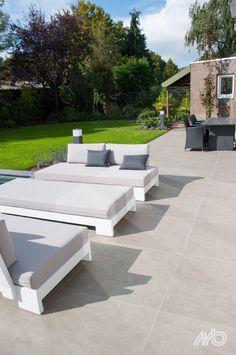 Small City Garden, Home And Garden, Back Garden Design, Up House, Outdoor Furniture, Outdoor Decor, Back Gardens, Sun Lounger, Home Interior Design