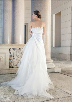 Wonderful wedding dress with tulle skirt by Giuseppe Papini