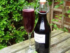Homemade Blackcurrant cordial tastes completely different to shop bought varieties. The flavour is fresh, with a pleasant fruity aftertaste. Alcohol Recipes, Fruit Recipes, Wine Recipes, Recipies, Vegan Recipes, Homemade Syrup, Homemade Butter, Blackcurrant Recipes Vegan, Crowns
