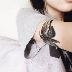 Bildergebnis für moth tattoo