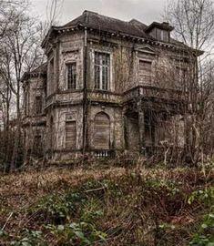 Haus verlassen - Jason Floyd DIY and Art Old Abandoned Buildings, Abandoned Castles, Old Buildings, Abandoned Places, Beautiful Ruins, Beautiful Buildings, Beautiful Places, Spooky Places, Haunted Places