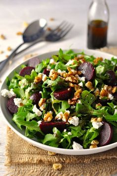 Throw Together Salad Rocket (Arugula), Beetroot, Walnuts and Feta w/Balsamic Dressing Rucola (Rucola), Rote Beete, Walnüsse und Feta mit Balsamico-Dressing Easy Salads, Summer Salads, Easy Meals, Inexpensive Meals, Vegetarian Recipes, Cooking Recipes, Healthy Recipes, Healthy Foods, Healthy Salads