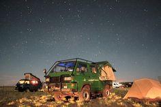 Vanagons under midnight sky in Flagstaff, AZ Vw T3 Doka, Volkswagen Westfalia, Off Road Camper, Bus Camper, Happy Bus, Midnight Sky, Adventure Awaits, Campervan, Van Life