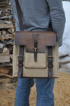 54 Famed Most Loving Men's Bag All the Year for Any Occasions Vintage Backpacks, Handbag Stores, Briefcase For Men, Messenger Bag Men, Brown Bags, Printed Bags, Leather Accessories, Unisex, Canvas Leather