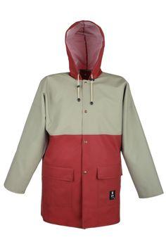 VESTE IMPERMÉABLE 3/4 2 COULEURS Modèle: 181 La veste possède la fermeture à boutons pression, une capuche fixe et 2 poches soudées sous pattes. Le modèle est fabriqué en tissu imperméable appelé Plavitex, qui est recommandé à l'usage dans des conditions météorologiques défavorables. La veste protège contre le vent et contre la pluie. Les soudures bilatérales haute fréquence augmentent la résistance des coutures. Le produit est conforme aux normes EN ISO 13688 et EN 343.