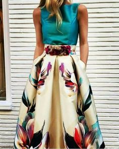 More at www.c… Awesome 44 Captivating Floral Skirt Outfit Ideas. More at www. Look Fashion, Womens Fashion, Fashion Design, Fashion Moda, Fashion 2018, Runway Fashion, Spring Fashion, Winter Fashion, Pretty Dresses